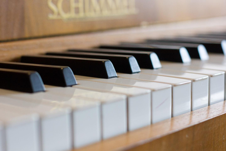 Klavierunterricht Mettmann: Nahansicht der Klavier-Tasten